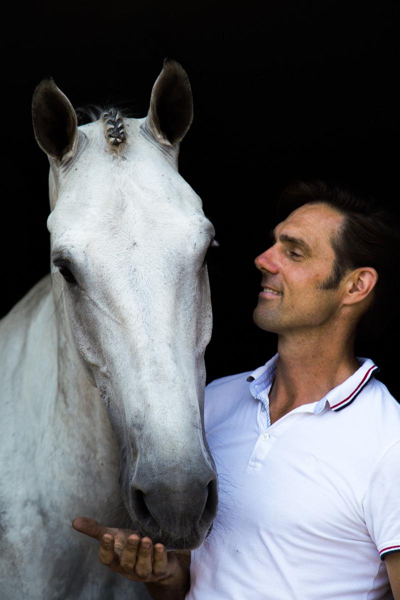 Warum ein achtsames Verhalten des Reiters im Sattel und am Boden für Pferde so grundlegend wichtig ist. Und wie echte Kommunikation zwischen Mensch und Pferd wirklich gelingt